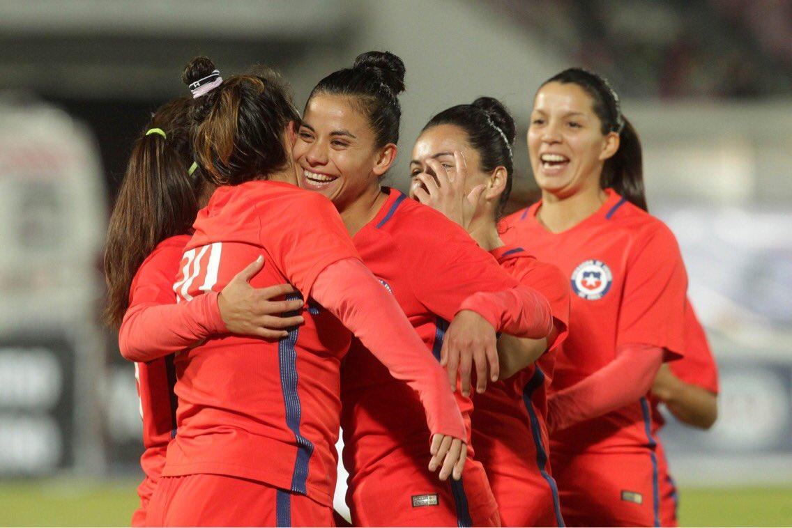El domingo 28 de mayo la selección nacional de fútbol femenino jugó contra  su símil de Perú en el Estadio Nacional. Cerca de 12.000 personas  presenciaron la ... f297a1728e6c1
